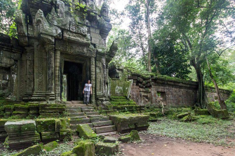 Cambogia, complesso di templi Angkor Wat, io sulla porta di uno dei templi